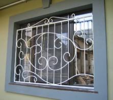 Железные решетки на окна – охрана вашего дома