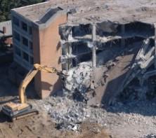 Демонтаж зданий и другие услуги для загородных поселков